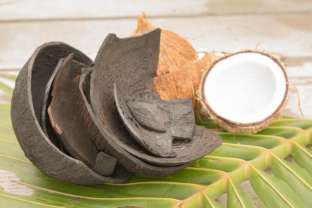 Kokosnuss für Shishakohle. Unsere Kohle wird in Indonesien hergestellt.